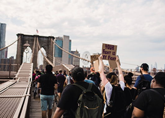 Protesters crossing the Brooklyn Bridge